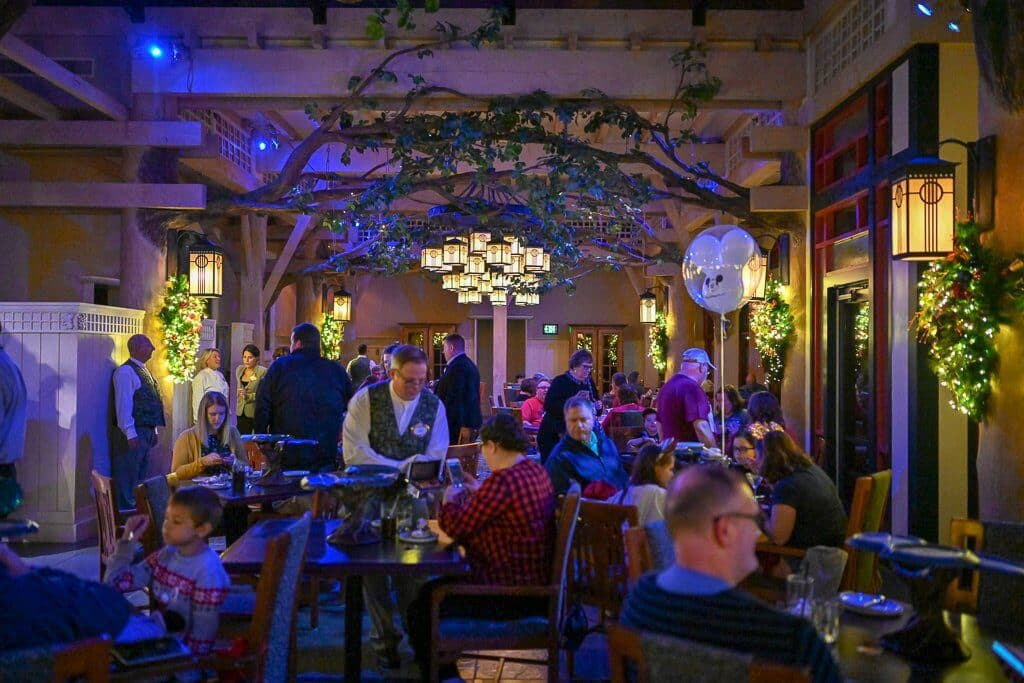 Restaurante Artist Point no Porções do Storybook Dining: Refeição com a Branca de Neve e anões na Disney Orlando