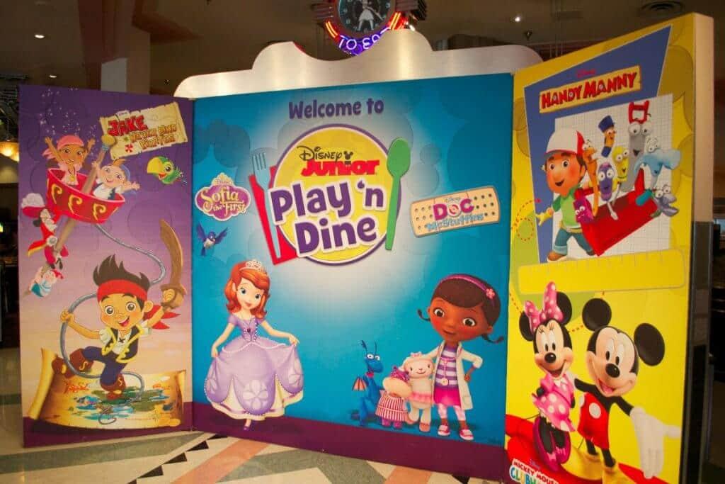 Café da manhã do Disney Junior para crianças no Hollywood & Vine