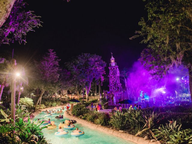 Evento noturno H2O Glow Nights no Typhoon Lagoon Orlando