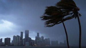Ventos de furacão em Orlando na Flórida