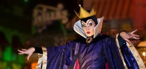 Rainha má no Villains After Hours com vilões da Disney