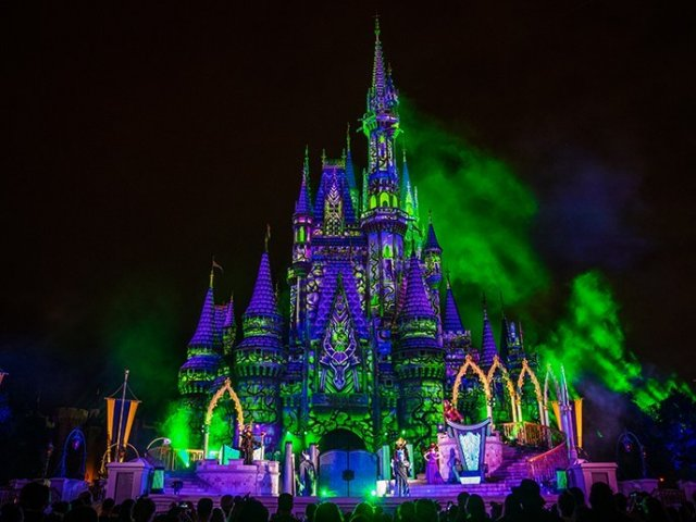Evento noturno Villains After Hours com vilões da Disney