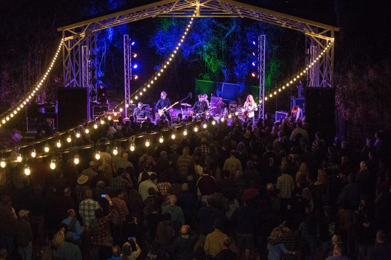 Backyard Stage no Anfiteatro de St. Augustine