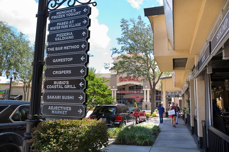 Placas do Shopping Winter Park Village em Winter Park