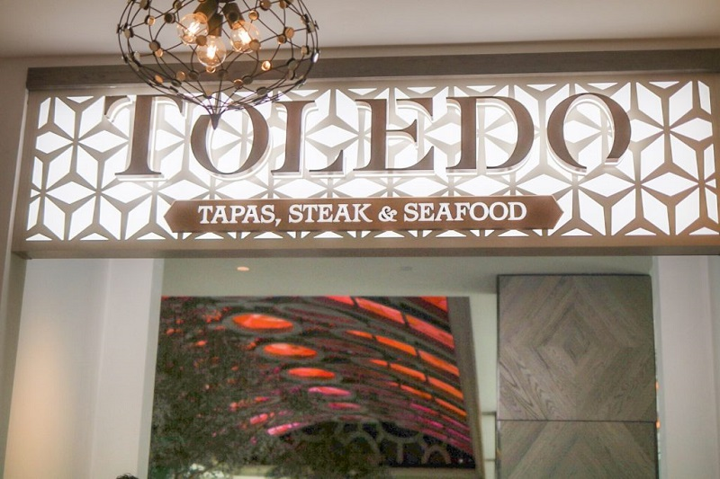 Entrada do restaurante Toledo de Tapas, Steak & Seafood na Disney Orlando
