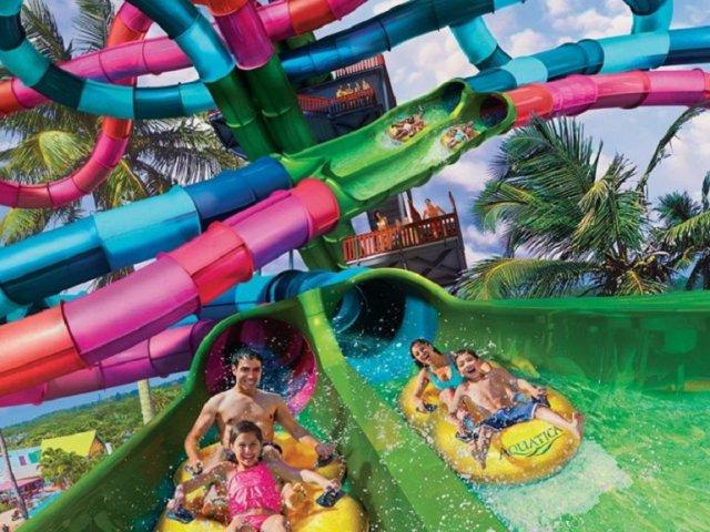 Toboágua Riptide Race do parque Aquatica em Orlando