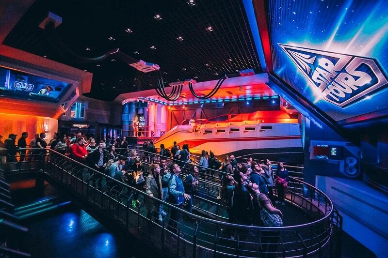 Fila da Novidades no Star Tours no Hollywood Studios da Disney Orlando