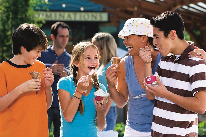 Adolescentes com pais na Disney