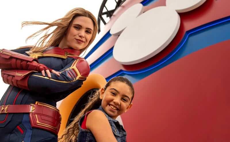 Capitã-Marvel no Cruzeiro Marvel Day at Sea da Disney Cruise Line em 2021